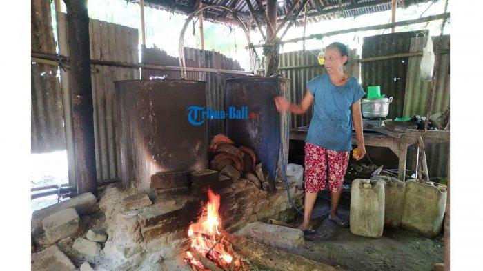 Perajin Arak di Klungkung Bali Tidak Ambil Pusing Dengan Pencabutan Perpres Investasi Miras