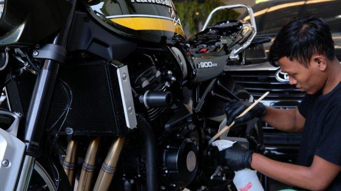 RedCar Auto Detailing, Cuci Motor Pakai Air Mineral dan Metode Steam