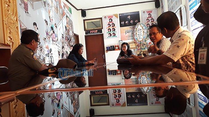 KPU Bali Lakukan Pers Tour ke Badung, Tabanan, dan Buleleng, Pantau Alat Peraga Kampanye