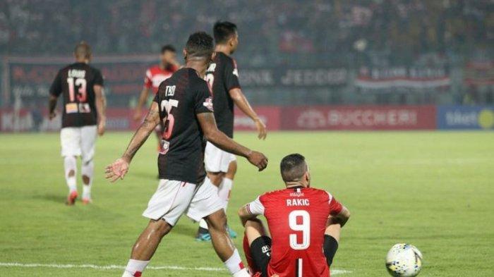 Madura United vs Persipura, Mutiara Hitam Unggul 2 Gol dan Naik ke Peringat Ketiga