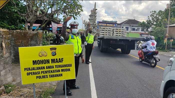 Terjaring di Pos Penyekatan Megati Tabanan,Petugas Minta 24 Kendaraan Putar Balik karena Nekat Mudik