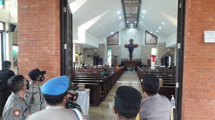 Polres Klungkung Kerahkan 82 Personelnya Untuk Melakukan Penjagaan di Gereja