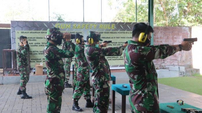 Personel Lanud I Gusti Ngurah Gelar Latihan Menembak Guna Tingkatkan Kemampuan