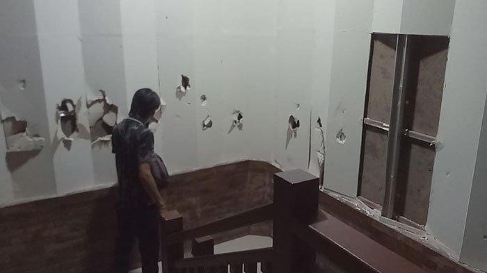 Dinding dan Ukiran Auditorium Jembrana Dirusak Orang Tak Dikenal