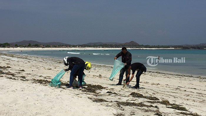 Tiba di NTB, Peserta Touring ADV Jelajah Nusantara Sempatkan Beach Clean Up di Tanjung Aan