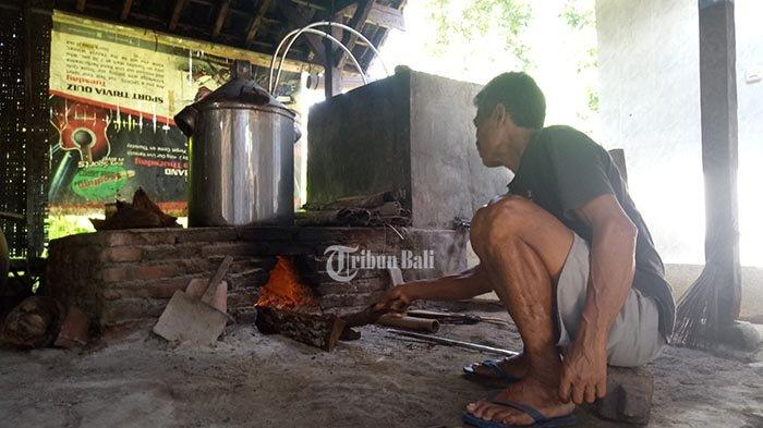 Arak Gula Menjamur di Karangasem, Petani Arak Tradisional Menjerit, Minta Gubernur Carikan Solusi
