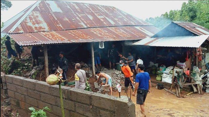 Rumah Putu Merta Rusak Berat Diterjang Tanah Longsor, BPBD dan PMI Buleleng Beri Bantuan