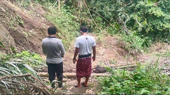 Jalan ke Pura Pesucian di Banjar Sangkan Aji Karangasem Tertutup Longsor, Aktivitas Warga Terhambat
