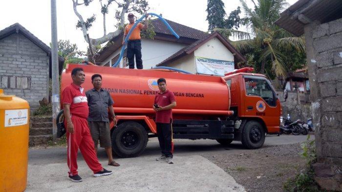 BPBD Karangasem Distribusikan 5.000 Liter Air Bersih ke Seraya Tengah