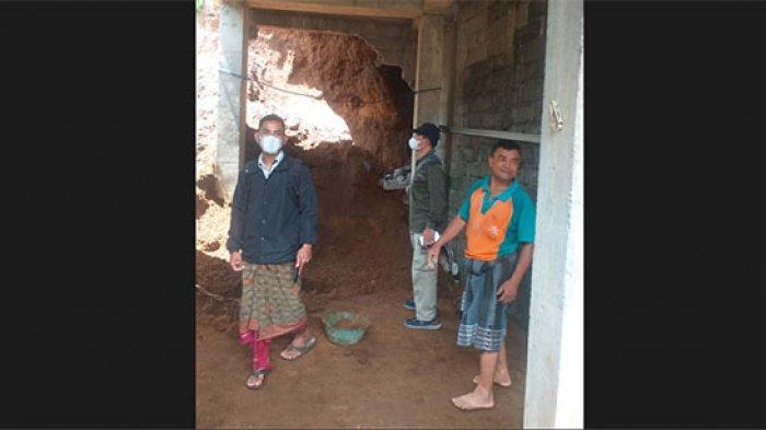 Tanah Longsor Hantam Tembok Rumah dan Pelinggih Warga di Desa Muncan Karangasem