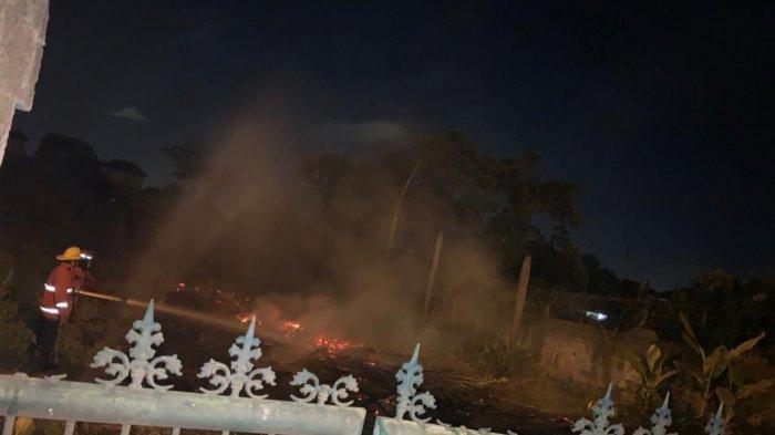 Sebuah Lahan Kosong di Jalan By Pass Ngurah Rai Denpasar Terbakar, Tidak Ada Korban Jiwa