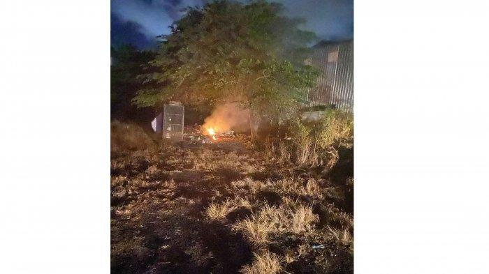 Lahan Berisi Tumpukan Sampah di Jalan Mahendradatta Denpasar Bali Terbakar