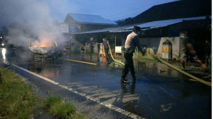 Tabrakan Beruntun di Temukus Buleleng, Mobil Komang Satria Ludes Terbakar