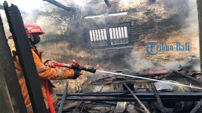 Dapur Sura Artayana Hangus Dilahap Jago Merah, 4 Unit Mobil Pemadam Dikerahkan