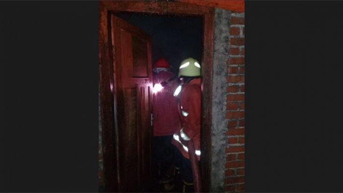 Kebakaran Rumah Milik Nyoman Rurus, Damkar Karangasem Kerahkan 14 Personel Padamkan Api