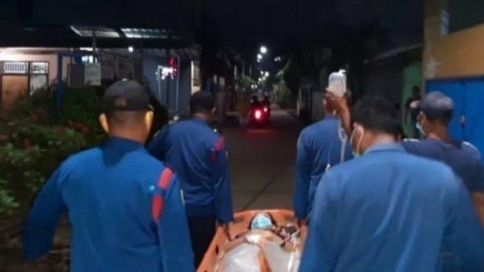 Cerita Petugas Damkar Evakuasi Ibu Lahirkan Bayi Prematur, Ditandu ke Klinik karena Kehabisan Tenaga