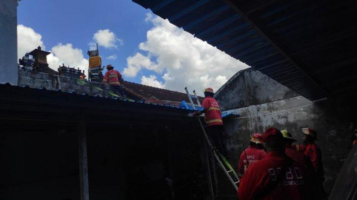 BREAKING NEWS - Penghuni Keluar Rumah Saat Galungan, Sebuah Sanggah di Denpasar Bali Terbakar