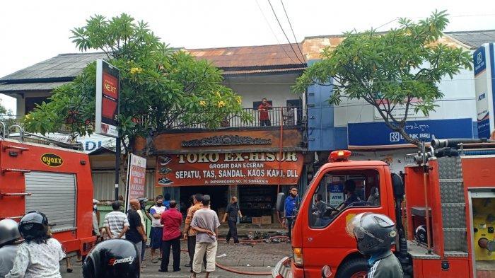 BREAKING NEWS - Toko Grosir Ex-Hisur di Jalan Diponegoro Buleleng Terbakar