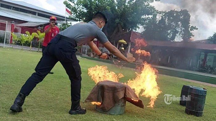 Petugas Lapas Kerobokan Badung Ikuti Pelatihan Penanganan Kebakaran