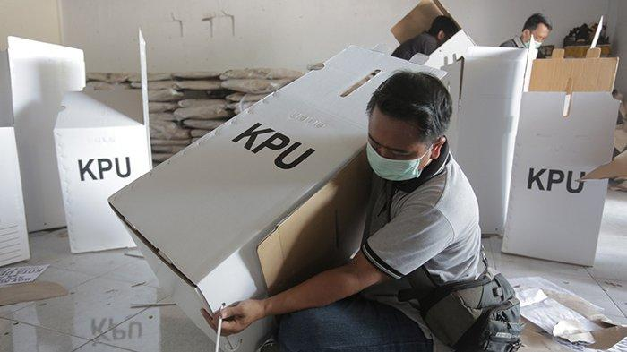 Sebulan Jelang Pencoblosan, KPU Denpasar Kebut Perakitan Kotak Suara