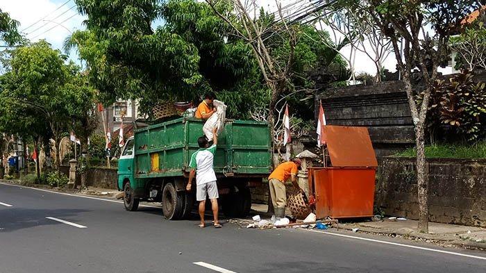 DLH Bangli Siagakan 48 Petugas Angkut Sampah Saat Galungan