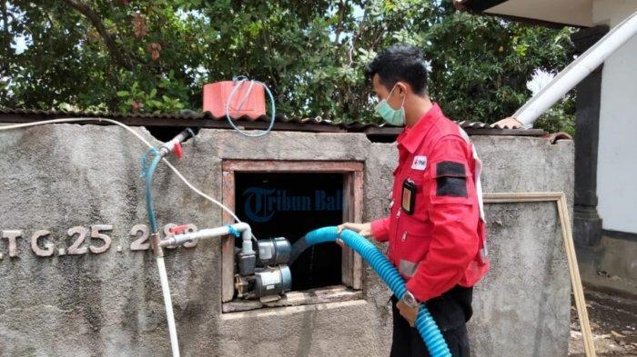 PMI Karangasem Distribusikan Air Bersih ke Pedahan Klod