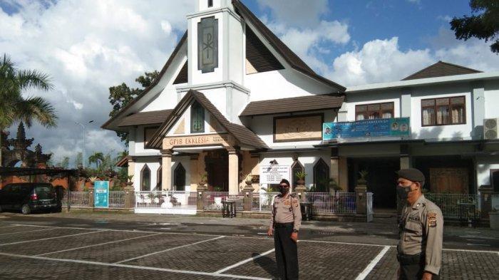 PPKM Darurat, Petugas Melaksanakan Pengawasan di Gereja GPIB Ekklesia Bali