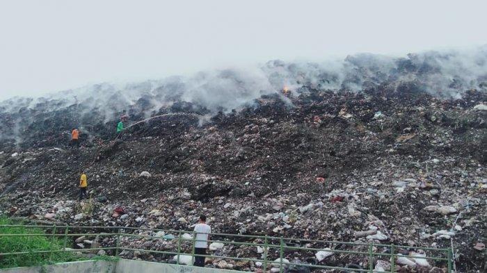 Dipicu Gas Metan, 10 Are Lahan TPA Mandung Tabanan Terbakar