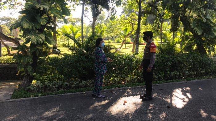 PPKM Darurat, Petugas Berikan Imbauan Saat Temukan Warga yang Masih Olahraga di Taman Kota Denpasar