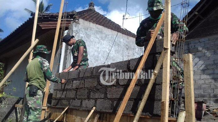 Bertahun-tahun Tinggal di Rumah Berdinding Gedek, Nengah Jaga Semringah Rumahnya Diperbaiki Tentara