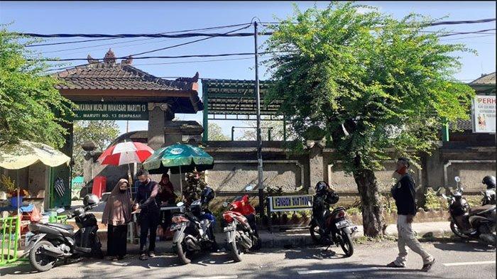 Sahrun Berziarah ke Makam Keluarga Jelang Bulan Ramadhan di Kuta Badung