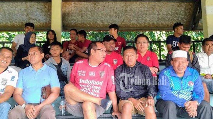 Pieter Tanuri Beri Semangat Bali United U16 pada Turnamen Elite Pro Academy Liga 1 U16