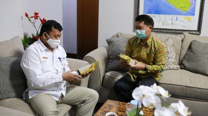 Atasi Stunting, Bulog Kanwil Bali Kenalkan Beras Fortivit Pada Bupati Klungkung
