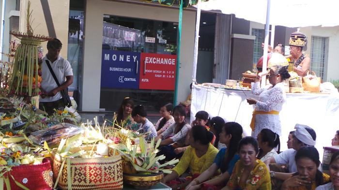 Mensyukuri Kekayaan dan Kemakmuran di Hari Buda Cemeng Klawu, Ini Mitos yang Berkembang