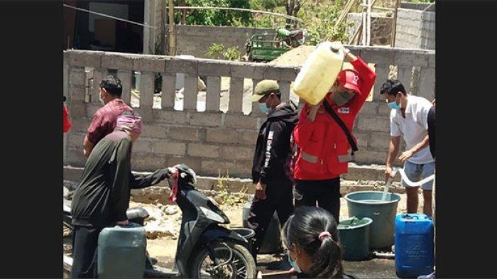 PMI Karangasem Distribusikan 10 Ribu Liter Air Bersih ke Desa Tianyar Tengah