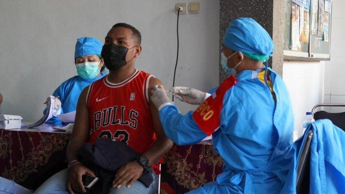 Polda Bali Beri Vaksinasi Covid-19 untuk Warga Papua dan Pelajar SMK PGRI 5 Denpasar