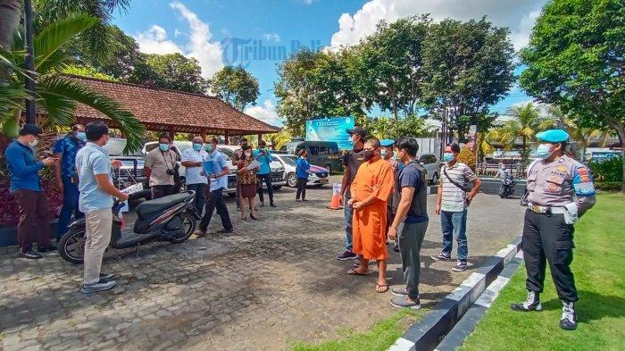 UPDATE: Polisi Gelar Rekontruksi Ulang Pembunuhan Lulusan Dokter Hewan di Desa Riang Gede Tabanan
