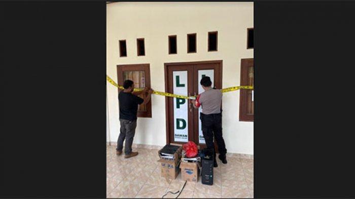 Terkait Kasus Dugaaan Penggelapan Uang Nasabah,Kantor LPD Dawan Klod Klungkung Dipasang Garis Polisi