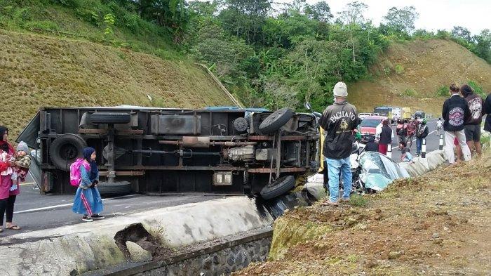 BREAKING NEWS: Kecelakaan Beruntun di Shortcut Titik 5-6 Buleleng, 3 Korban Dilarikan ke Rumah Sakit