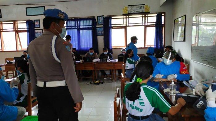 Personel Polsek Tembuku Patroli Giat Vaksinasi di SMKN 1 Tembuku Bangli