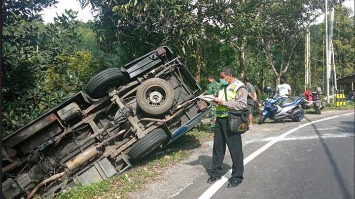 Diduga Hilang Kendali, Bus Bioskop Keliling Milik Kemendikbud Terguling di Gitgit Buleleng
