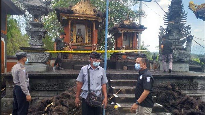 Atap 2 Pelinggih Pura Dalem Desa Rangdu Buleleng Terbakar