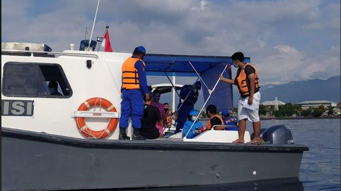 Jajaran Polres Buleleng Vaksinasi Nelayan di Tengah Laut