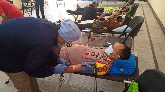 Stok Darah PMI Menipis di Tengah Wabah Covid-19, Personel Polres Jembrana Gelar Donor Darah
