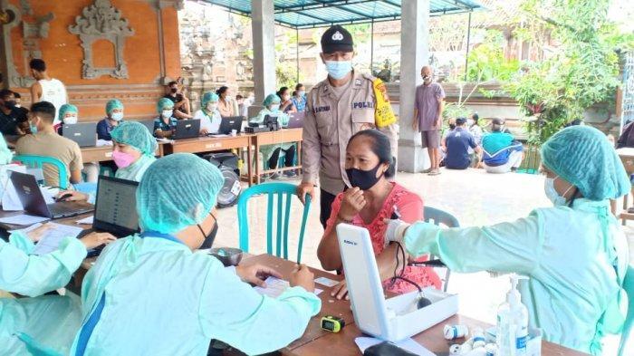 Polres Klungkung Terjunkan Bhabinkamtibmas di Setiap Pos Vaksinasi Untuk Edukasi Prokes