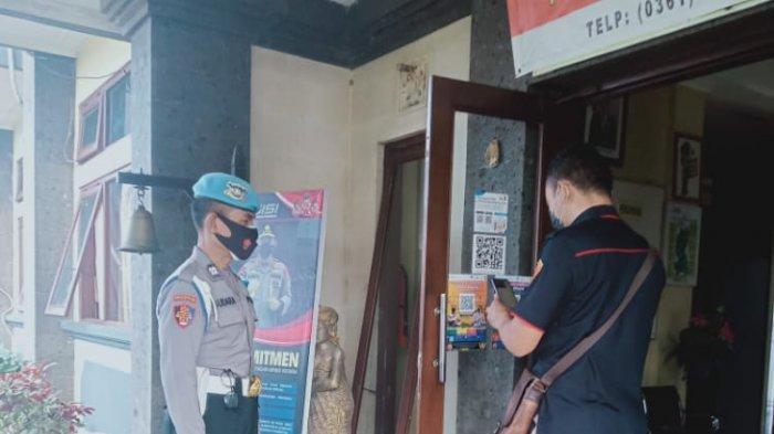 Perketat Pengawasan, Memasuki Polsek Abiansemal Wajib Scan QR Code Peduli Lindungi