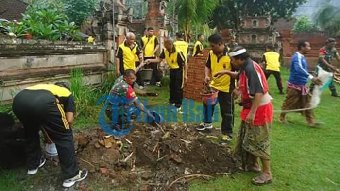 Polsek Dawan, TNI dan Masyarakat Gotong Royong Bantu Pemugaran Pura Puseh Desa Adat Dawan