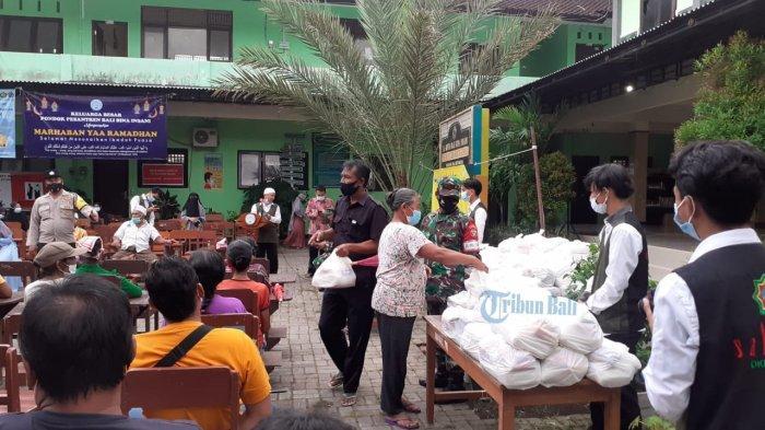 Kegiatan Ramadhan Berbagi, Pondok Pesantren Bali Bina Insani Memberikan Sumbangan ke Masyarakat