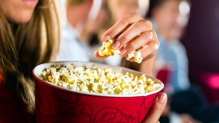 Asal-usul Popcorn Menjadi Camilan Wajib Saat Menonton Film di Bioskop