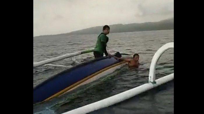 Tabrakan Saat Melaut, Sebuah Perahu Terbalik di Perairan Buyuk Nusa Penida Bali
